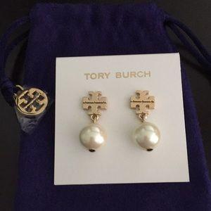 Tory Burch Logo Drop Pearl earrings. NWT & Pouch.